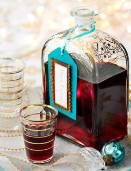 This tasty merry berry liqueur is the perfect Christmas pick-me-up. Homemade Alcohol, Homemade Liquor, Homemade Gifts, Summer Trifle, Merry Berry, Blackberry Recipes, Edible Gifts, Edible Christmas Gifts, Homemade Christmas