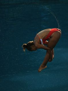 Jennifer Abel of Canada competes in the Women's Springboard Final on Day 9 of… Women's Diving, High Diving, Female Swimmers, Female Athletes, Olympic Gymnastics, Gymnastics Girls, Jennifer Abel, Modern Dance Photography, Foto Sport
