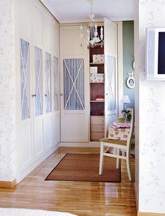 Armario-con-puertas-de-cristal Wardrobe Doors, Wardrobe Closet, Closet Bedroom, Home Bedroom, Master Bedroom, Casa Clean, Simple Bed, My Room, Sweet Home