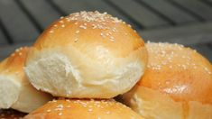 Hamburger zsemle - Nemzeti ételek, receptek Hungarian Recipes, Baked Goods, Grilling, Healthy Living, Food And Drink, Baguette, Bread, Backen, Baking Supplies