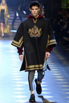 Dolce & Gabbana Fall 2017 Menswear Fashion Show Collection: See the complete Dolce & Gabbana Fall 2017 Menswear collection. Look 22 New Fashion, Trendy Fashion, Fashion Models, Fashion Show, Fashion Design, Fashion Blogs, Milan Fashion, Womens Fashion, Fall Fashion