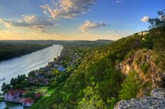 Hike up to Mount Bonnell and make out. | 35 Things Everyone Should Do In Austin, Texas, Before They Die