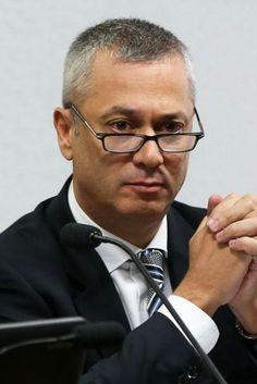 Governo quer abafar a Lava Jato, diz advogado-geral da União demitido