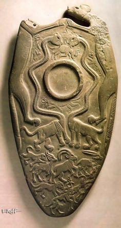 The Hierakonpolis Palette (Little Hieraconpolis, Two Dogs, Oxford, Ashmolean Palette) Ashmolean Mus. E 3924 Hierakonpolis - h. 42,5 cm (x 22) (schist)