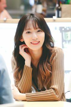 """the loml energy is strong on this one"" Sakura Miyawaki, Gfriend Sowon, Japanese Girl Group, Twitter, Kpop Girls, Yuri, My Girl, Cute Girls, Traveling By Yourself"
