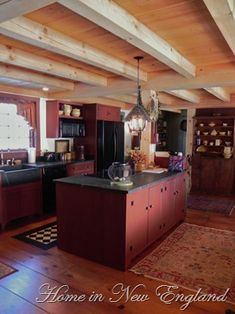 🌟Tante S!fr@ loves this📌🌟Early New England Homes. Like the cabinetry and color, floors, beams, counters but NOT that refrigerator or dishwasher showing - hide them behind cabinets. New England Homes, New Homes, New England Kitchen, Primitive Homes, Primitive Country, Primitive Decor, Primitive Bedroom, Primitive Antiques, Prim Decor