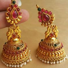 #jhumka #Indian Gold Jhumka Earrings, Gold Earrings Designs, Indian Earrings, Gold Jewellery Design, Antique Earrings, Gold Rings Jewelry, Wedding Jewelry, Beaded Jewelry, Chain Jewelry