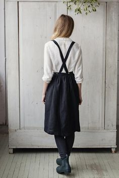 Made of softened high quality linen, inspired by the Little House on the Prairie, this apron is full of kindness.