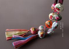 고운조개수노리개 Korean Traditional, Traditional Design, Traditional Outfits, Korean Design, Kids Laughing, Textile Jewelry, Clay Jewelry, Jewellery, Hand Embroidery