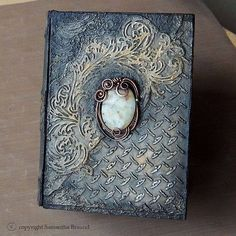 Jade Gothic Book - Steampunk influenced altered book by Samantha Braund Handmade Journals, Handmade Books, Journal Covers, Book Journal, Altered Books, Altered Art, Steampunk Book, Gothic Books, Creation Deco