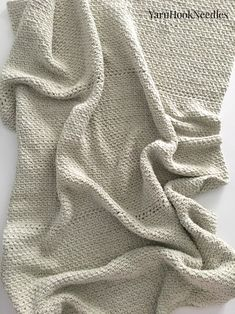 If you're looking for a quick and easy crochet throw project for the weekend. Then you need to check out this super simple pattern!