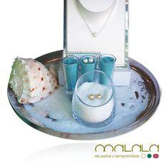 Ya está aquí el #verano y nuestro escaparate huele a sal, conchas y a las #joyas del mar: #perlas blancas y #perlas golden