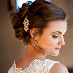 Emily's wedding! She is so breathtaking! Hair and makeup by me and photography by Ginger Russell @gingerrussellnm #hair #makeup #bridalhairstyle #weddingupdo #weddinghairstyles #weddingmakeup #bridalmakeup #lace #lightbrownhair #vingagepearlclip #hairpin #noveil #lacegown