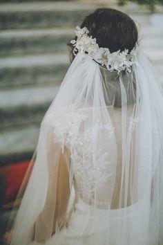 voile de mariée pour l'église et couronne de dentelles rebrodées