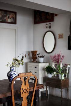 Freunde von Freunden — Gori de Palma & Laura Gonzalez — Florist & Fashion Designer, Apartment, Poblenou, Barcelona — http://www.freundevonfreunden.com/interviews/gori-de-palma-laura-gonzalez/