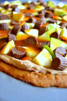 Caramel Apple Cheesecake Peanut Butter Cookie Pizza Recipe ~ No one will be able to resist this mouthwatering dessert pizza made from peanut butter cookies, fresh green apples and a delectable apple-butter laced cheesecake!