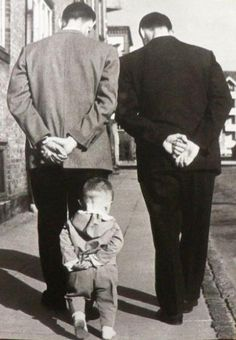 Photo by Robert Doisneau my favorite photographer! His photos captured his personality very well Love the three generations represented. Robert Doisneau, Black White Photos, Black And White Photography, Great Photos, Old Photos, Le Clown, Jolie Photo, Vintage Photographs, Funny Vintage Photos