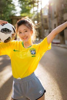 Zhao Lusi poses for photo shoot Beautiful Chinese Girl, Beautiful Girl Image, Cute Asian Girls, Cute Girls, Girl Outfits, Cute Outfits, Vietnam Girl, Poses For Photos, Chinese Actress