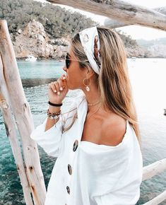 45 Chic Summer Hairstyles with Headscarves hair scarf styles headband hairstyles scarf hairstyles headband hairstyles hair accessories summer hairstyles Hair Scarf Styles, Long Hair Styles, Hair Styles Headband, Hair With Headband, Medium Hair Styles, Look Fashion, Fashion Beauty, Fashion Fall, Fashion Women