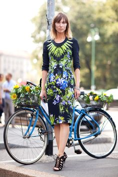 Love Givenchy Tropical Print!  Shop online @ www.dress-on.it/index.php/eng/i-cinque-fiori-givenchy-tropical-pencil-skirt.html