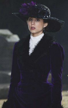 Troian Bellisario as Spencer hastings in Pretty little liars Grave New World - PLL Halloween costumes Pretty Little Liars Spencer, Pretty Little Liars Outfits, Pretty Litle Liars, Jessica Alba, Best Tv Characters, Female Characters, Spencer Hastings Style, Spencer Pll, Celebrities