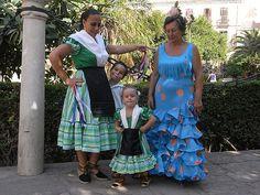 Traje tradicional (a la izquierda) de la Fiesta de Verdiales 9e7b17cd93a