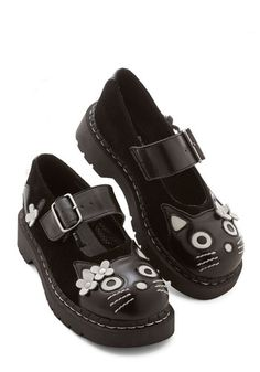 Kawaii fashion Edgy Yet Adorable Shoe. Take a look at these black suede Mary Janes and what do you see? Cat Shoes, Sock Shoes, Shoe Boots, Shoe Bag, Cat Flats, Suede Loafers, Suede Shoes, Shoes Heels Wedges, Pumps
