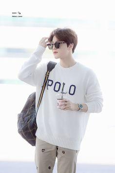 Suho [HQ] 190402 Incheon Airport, departing for Paris Kpop Exo, Suho Exo, Exo Korea, Kim Joon Myeon, Exo Lockscreen, Xiuchen, Exo Members, Airport Style, Korean Fashion