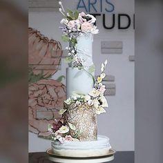 garden wedding workshop on fondant and gumpaste flowers by Jackie Florendo - http://cakesdecor.com/cakes/283559-garden-wedding-workshop-on-fondant-and-gumpaste-flowers