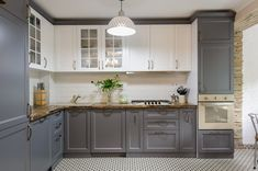 Two Tone Kitchen Cabinets, Kitchen Cabinet Colors, Kitchen Redo, Clean Cabinets, Kitchen Cabinets To Ceiling, Best Kitchen Colors, Kitchen Ideas, How To Paint Kitchen Cabinets White, Kitchen Cabinets With Glass Doors On Top