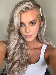 60 Elegant Christmas and New Year Eve Prom Hairstyles - 60 Elegant Christmas and New Year Eve Prom Hairstyles, They are going to brighten your holidays and - Prom Hairstyles For Long Hair, Prom Hair Updo, Holiday Hairstyles, Elegant Hairstyles, Bride Hairstyles, Down Hairstyles, Hairstyles For Going Out, Blonde Prom Hair, New Year Hairstyle