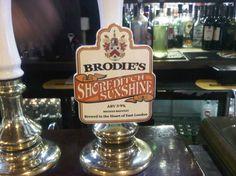 Cerveja Brodie's Shoreditch Sunshine, estilo American Pale Ale, produzida por Brodie's Brewery, Inglaterra. 3.9% ABV de álcool.