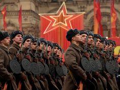 На Красной площади прошел марш в честь парада 1941 года