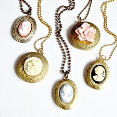 Cameo Locket Necklaces di NestPrettyThingsShop su Etsy, $28.00