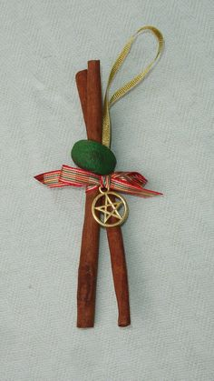 Cinnamon Yule Ornament with Mistle Toe & Gold Pentagram