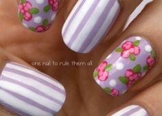 Nageldesign Lila Streifen Blumen