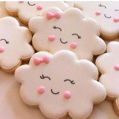 """1,056 curtidas, 5 comentários - Inspirando sua festa (@inspirandosuafesta) no Instagram: """"Apaixonada nestas nuvens Via @encantosdefestas - Lindos biscoitos decorados da…"""""""