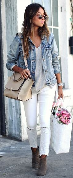 There are loads of stylish ways to pull off the modern looks. We are going to show you some, so scroll down and take a look at Timeless Stylish Outfits With Denim To Copy Now. Best White Jeans, White Denim, Blue Denim, White Distressed Jeans, Blue Jeans, Spring Summer Fashion, Autumn Winter Fashion, Spring Outfits, Spring Style