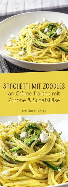 Spaghetti mit Zoodles an Crème fraîche mit Zitrone & Schafskäse.