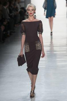 Chiara Boni La Petite Robe at New York Fashion Week Fall 2017 - Runway Photos Women's Dresses, Evening Dresses, Short Dresses, Fashion Dresses, Fashion Clothes, Pretty Outfits, Beautiful Outfits, Fashion 2017, Womens Fashion