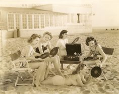 The beach at 78 rpm, sand and records don't go together