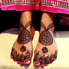 31 Drop-Dead Stunning Dulhan Mehndi Designs for Hands & Legs - Henna for the hand - Henna Designs Hand Peacock Mehndi Designs, Khafif Mehndi Design, Mehndi Designs For Girls, Unique Mehndi Designs, Dulhan Mehndi Designs, Beautiful Mehndi Design, Mehndi Designs For Hands, Mehandi Designs, Leg Henna