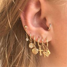 Multiple Lobe Piercings Gone are the days of the simple stud in each earlobe, nowadays it's all about adorning your ears with hoops and studs in a unique yet trendy way! Read below for inspiration for totally on-trend ear piercings! Fashion Earrings, Women's Earrings, Diamond Earrings, Fashion Jewelry, Fashion Fashion, Diamond Jewelry, Silver Earrings, Fashion Spring, Silver Ring