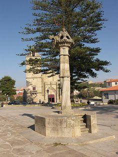 """Pelourinho di Vila do Conde con """"spada"""" sulla cima"""