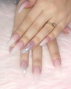 In seek out some nail styles and ideas for your nails? Here is our list of must-try coffin acrylic nails for trendy women. Aycrlic Nails, Glam Nails, Pink Acrylic Nails, Fire Nails, Coffin Nails Long, Birthday Nails, Nagel Gel, Fabulous Nails, Stylish Nails