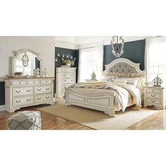 Shop for the Signature Design by Ashley Realyn King Bedroom Group at Value City Furniture - Your New Jersey, NJ, Staten Island, Hoboken Furniture & Mattress Store 5 Piece Bedroom Set, King Bedroom Sets, Bedroom Retreat, Dream Bedroom, Master Bedroom Set, Bedroom Suites, Value City Furniture, Home Furniture, Steel Furniture