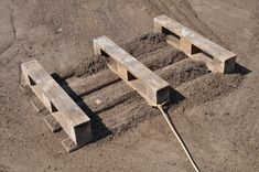 anleitung fundament f r zaunpfosten betonieren diy info garten pinterest betonieren. Black Bedroom Furniture Sets. Home Design Ideas