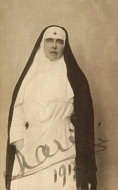 Queen Marie of Romania. Queen Marie of Romania Princess Alexandra, Princess Beatrice, Princess Victoria, Queen Victoria, Romanian Royal Family, Royal Beauty, Queen Mary, Red Cross, Historical Photos