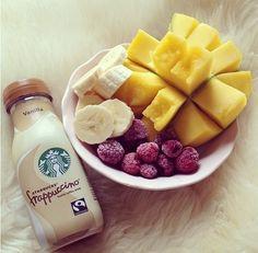plate of fruit & vanilla fraup. ♡