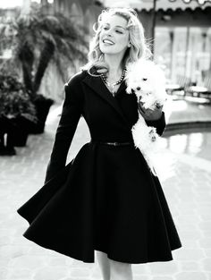 Retro Dresses So modest, with such ladylike lines - See pictures from the June 2010 photo shoot with Katherine Heigl. Look Fashion, Fashion Beauty, Womens Fashion, Nail Fashion, Classy Fashion, Fashion Images, White Fashion, Timeless Fashion, Fashion Models